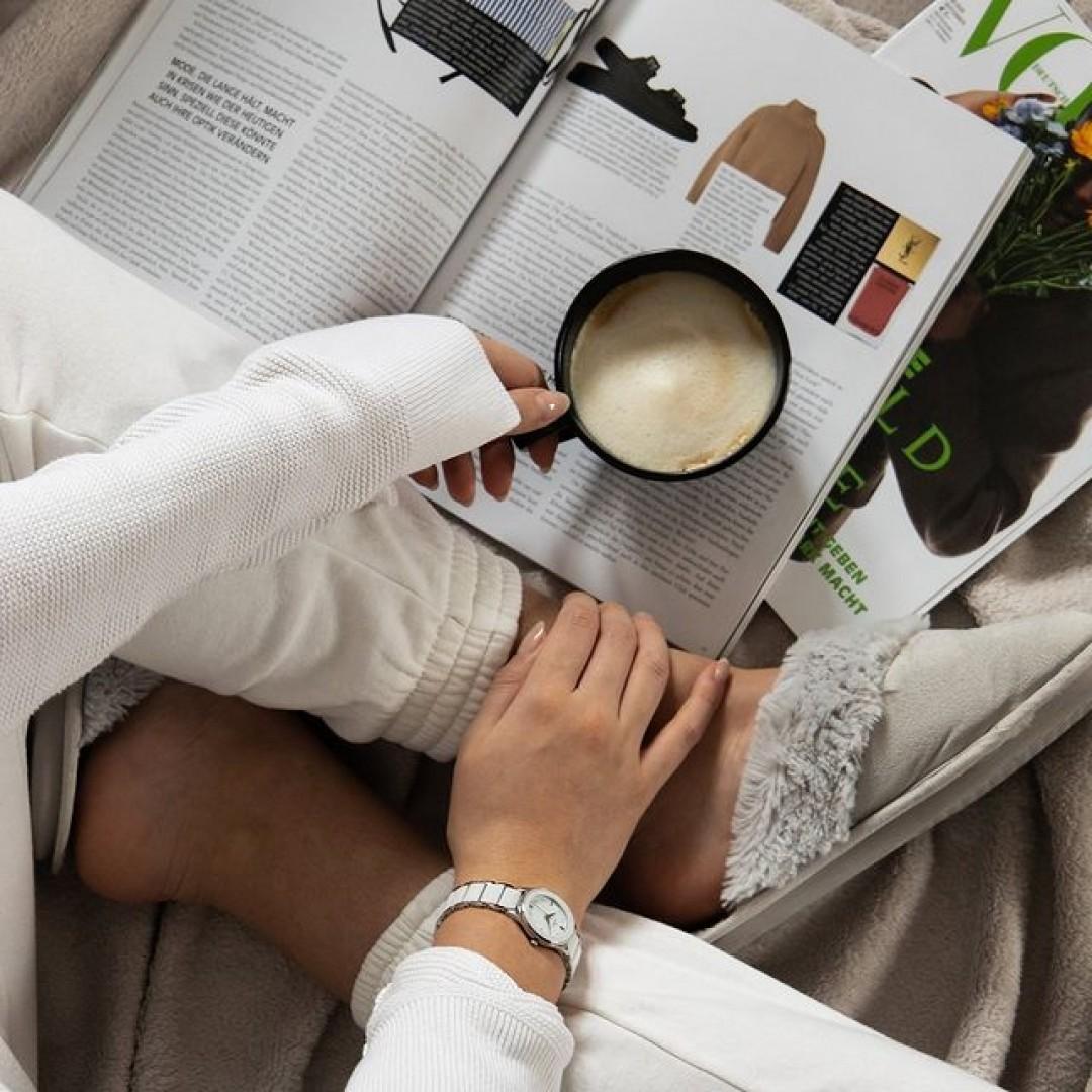 Im HomeOffice vergisst man schnell mal die Zeit und überzieht die Pause. Doch mit unserer Amica Ceramica könnt ihr euren Kaffee in Ruhe genießen, ohne die Zeit aus den Augen zu verlieren! #dugena #dugenawatches #onlineshopping #dugenashop #uhr #uhren #amicaceramica #zeit #watches #jewelry #outfit #look #coffee #homeoffice