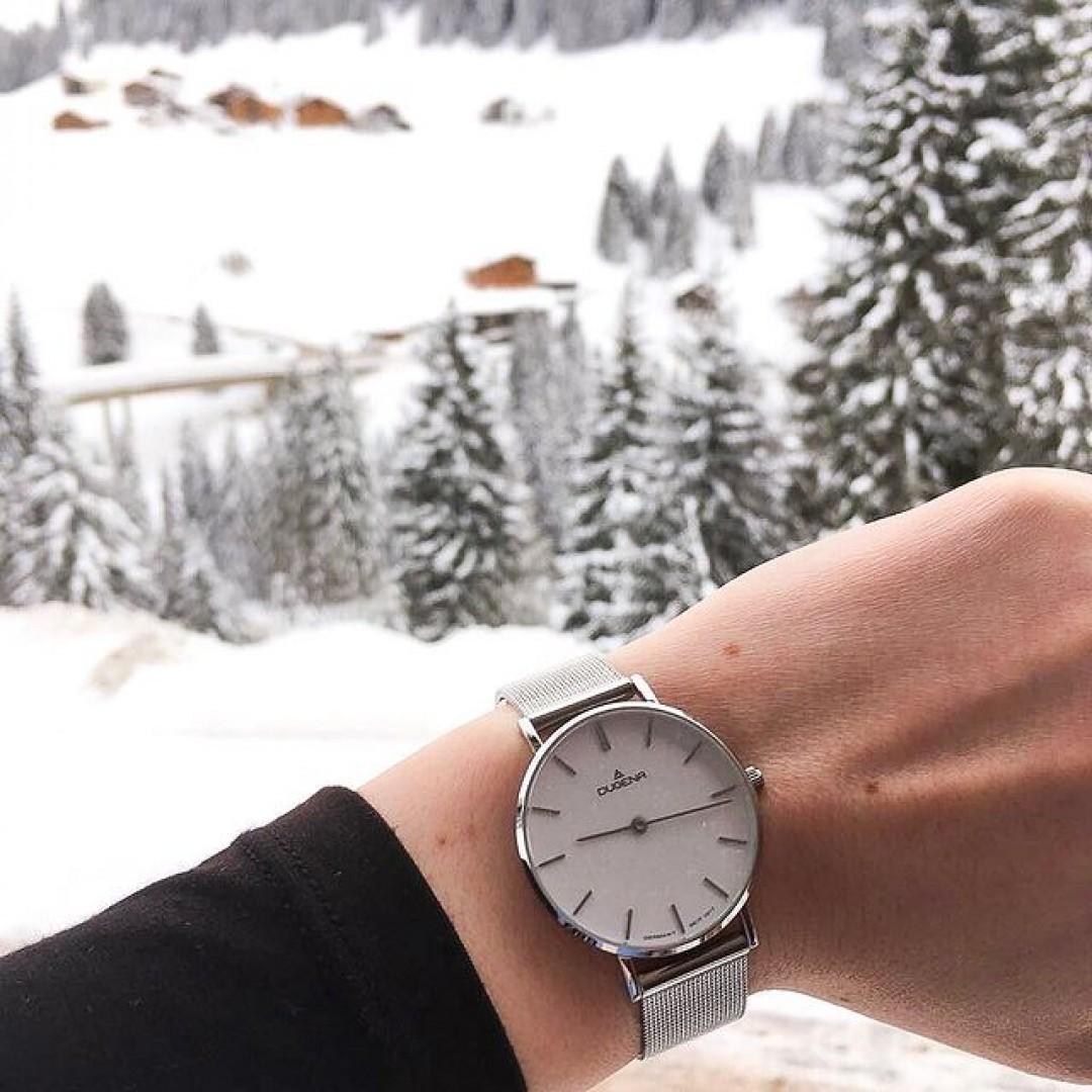 Winterwonderland mit unserer Linée in Silber ❄️ #watchlove #timepiece #instawatch #uhren #watchoftheday #germanwatch #watchlover #wotd #potd #100years  #watchstyle #watchtrend  #watchgram #linee #winterwonderland #snow #winter