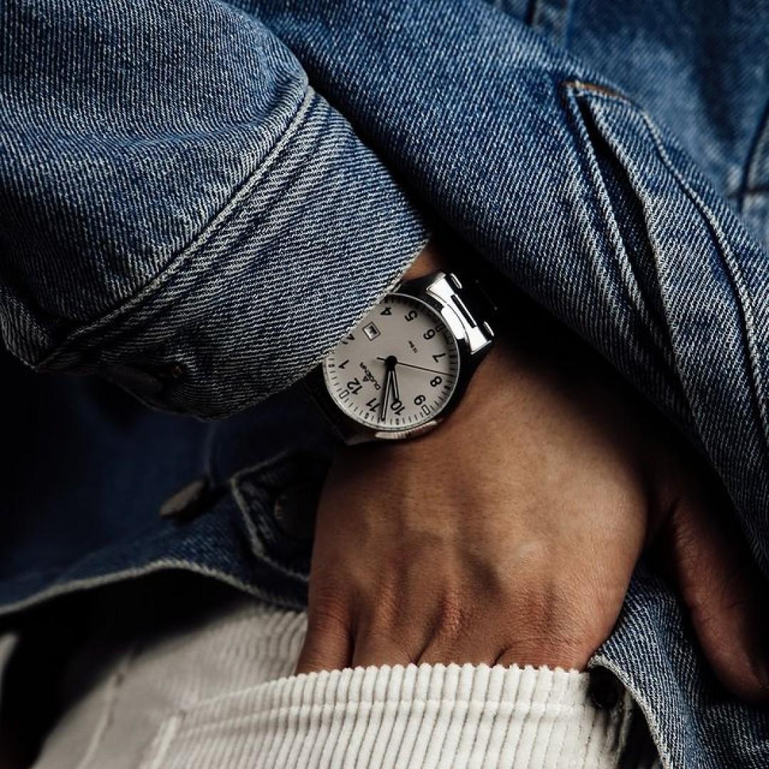 Ihr seid auf der Suche nach einer Uhr, die zu all euren Outfits passt? Dann ist dieses schöne Boston-Modell die perfekte Option. Kombiniert es schick oder zu euren Alltagslooks und ihr macht garantiert alles richtig.  #boston #dugena #dugenawatches #outfit #ootd #büro #silver #watch #wotd #uhr #armbanduhr #januar #chic #black #white #suit #casual #work #leger #jeans #cord #jeansjacket #jacket #skirt