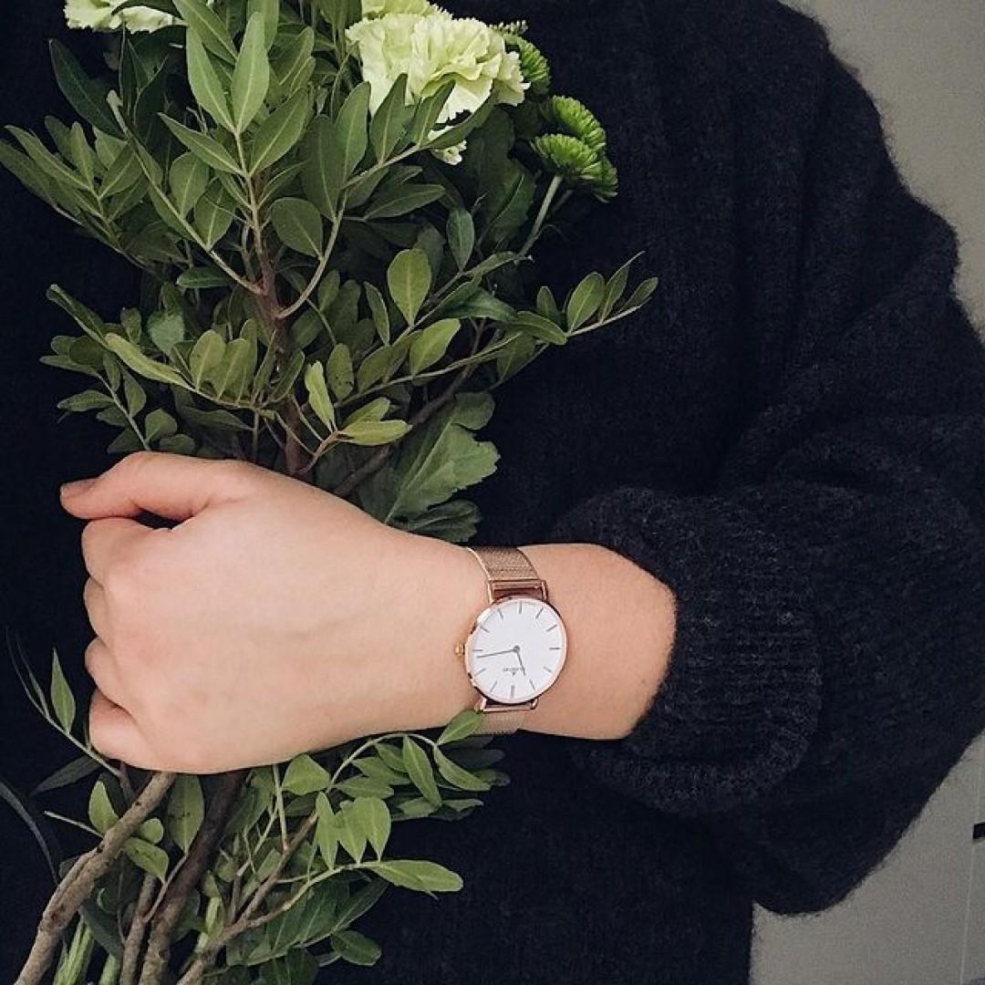 Mit frischen Blumen und unserer Linée wünschen wir euch einen guten Start in den Tag! #watchlove #timepiece #instawatch #uhren #watchoftheday #germanwatch #watchlover #wotd #potd #watchstyle #watchtrend #dugena #linee #flowergram