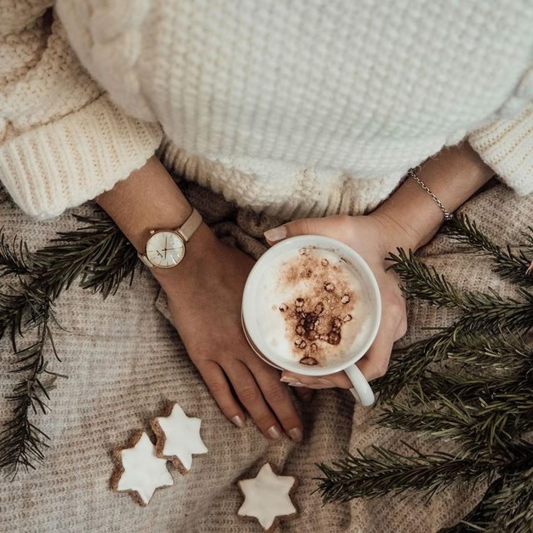 Auf der Suche nach dem richtigen Weihnachtsgeschenk kann man leicht verzweifeln. Doch ob für euch selbst oder für den Lieblingsmenschen, mit unseren Uhren könnt ihr jedem eine Freude machen! #dugena #dugenawatches #dugenalovers #uhren #winter #uhr #klassisch #weihnachten #christmas #present #classy #chic #geschenk #watchlover #damenuhren #femine #winterlooks #cold #festapetit