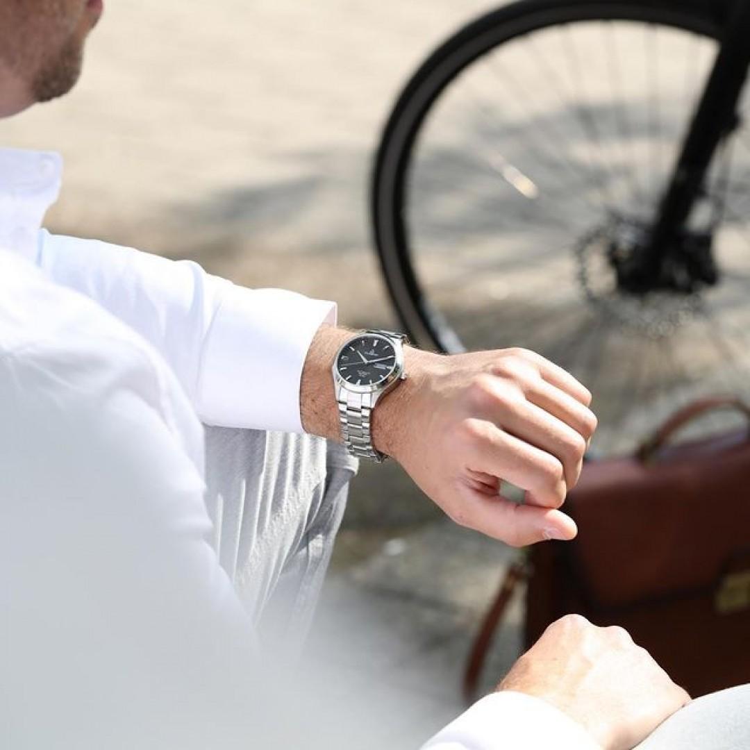 Investiere deine Zeit statt sie auszugeben. Mehr als business as usual! 💼Entdecke #meintagmeinleben - Link in der Bio! #dugena #mydugena #dugenatime #meintagmeinleben #buisnessman #menstyle #watchesformen #wotd #dugenatresor #tresormaster #automatikuhr #automaticwatch #mechanischeuhren