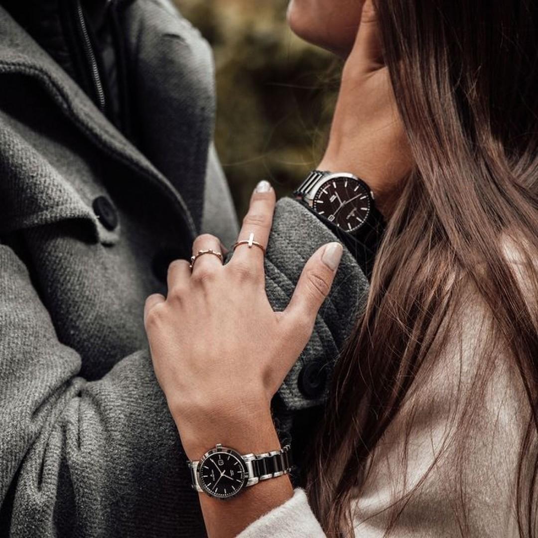 Wollt ihr mit eurem Partner im Matching Look gehen? Unser Ceramic Solar Modell ist sowohl für Männer als auch Frauen verfügbar. 🍁 #dugena #dugenawatches #watches #love #relationship #style #fashion #partnerlook #fall #partner #autumn #date #season #mensstyle #ceramicsolar #wotd
