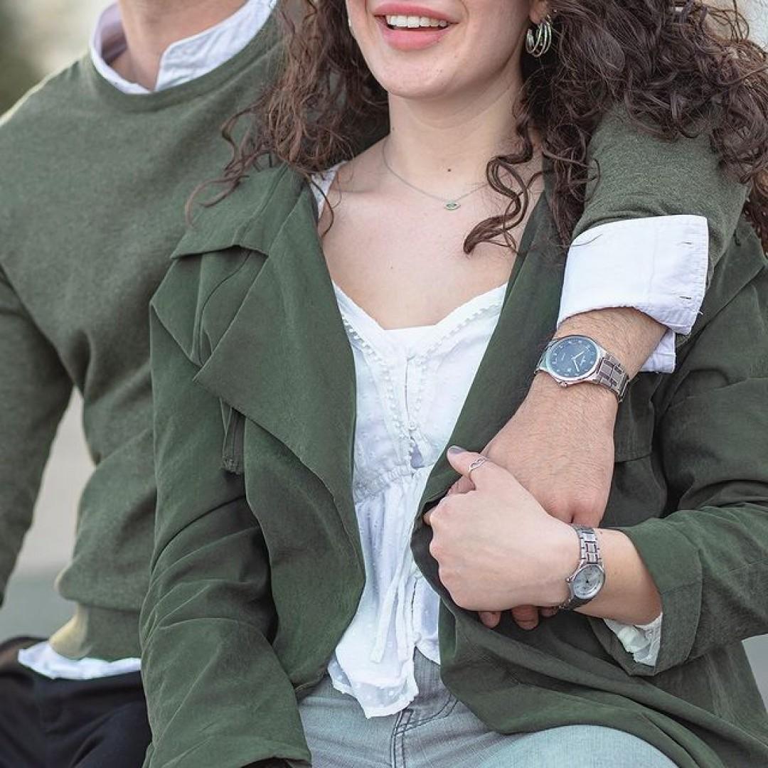 Just happy! In Momenten zu zweit bleibt einfach kurz die Zeit stehen. Und die Welt um euch herum kann sich ruhig weiterdrehen. 🌍 #relax  #dugena #mydugena #dugenawelt #fürdichundmich #watchlover #couplegoals #qualitytime #couplewatch