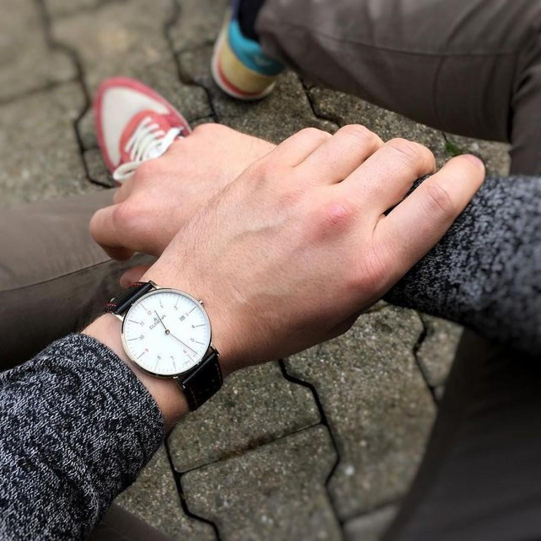 Unsere Manhattan funktioniert auch im lässigen Look. 😎 #dugena #watchlove #timepiece #uhren #watchoftheday #germanwatch #watchlover #potd #watchstyle #mensstyle #manhattan #mensfashion #outfitdetail #dailylook