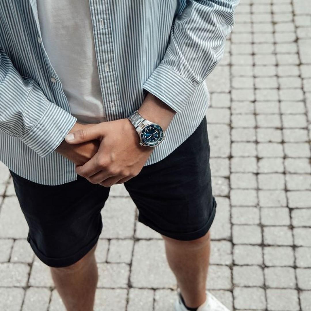 Blau ist eure Lieblingsfarbe? Dann passt unsere Dugena Diver mit blau-türkisem Ziffernblatt perfekt zu euch. Kombiniert sie mit euren Lieblingskleidungsstücken und seht, wie sie eure Looks aufwertet!  #dugena #dugenawatches #dugenadiver #diver #wotd #sportuhren #menstyle #menfashion #accessoires #casuallook #ootd #watchstyle #fashionlover #blue #casual #sporty #sportlooks ⌚🤳