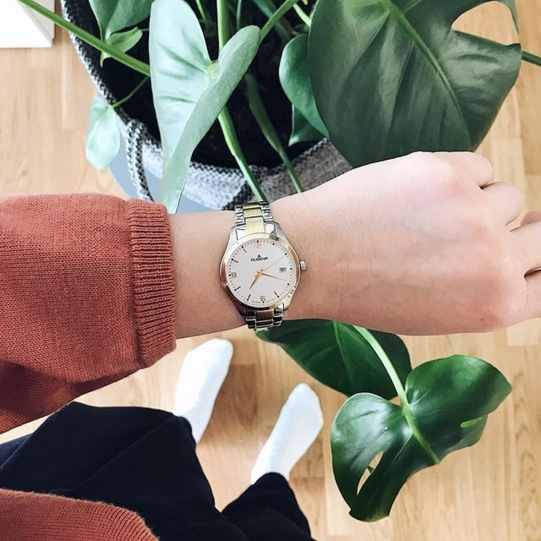 We love plants and our Tresor Woman with a bicolor wrist strap. #watchlove #timepiece #instawatch #uhren #watchoftheday #germanwatch #watchlover #wotd #potd #watchstyle #watchtrend