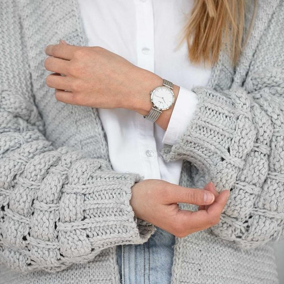 Modern, stilvoll und passend zu jedem Look! Verleihe deinem Outfit mit der Dugena Lissa das gewisse Etwas. ✨  Alle Infos zur Uhr gibt's auf unserer Website (Link in Bio).  #dugena #mydugena #dugenawatch #dugenatime #dugenawatches #dailywatch #meintagmeinleben #watchesofinstagram #dugenainspo #minimalisticwatches #wotd #watchlover #minimalstyle #uhrenliebe #cozychic