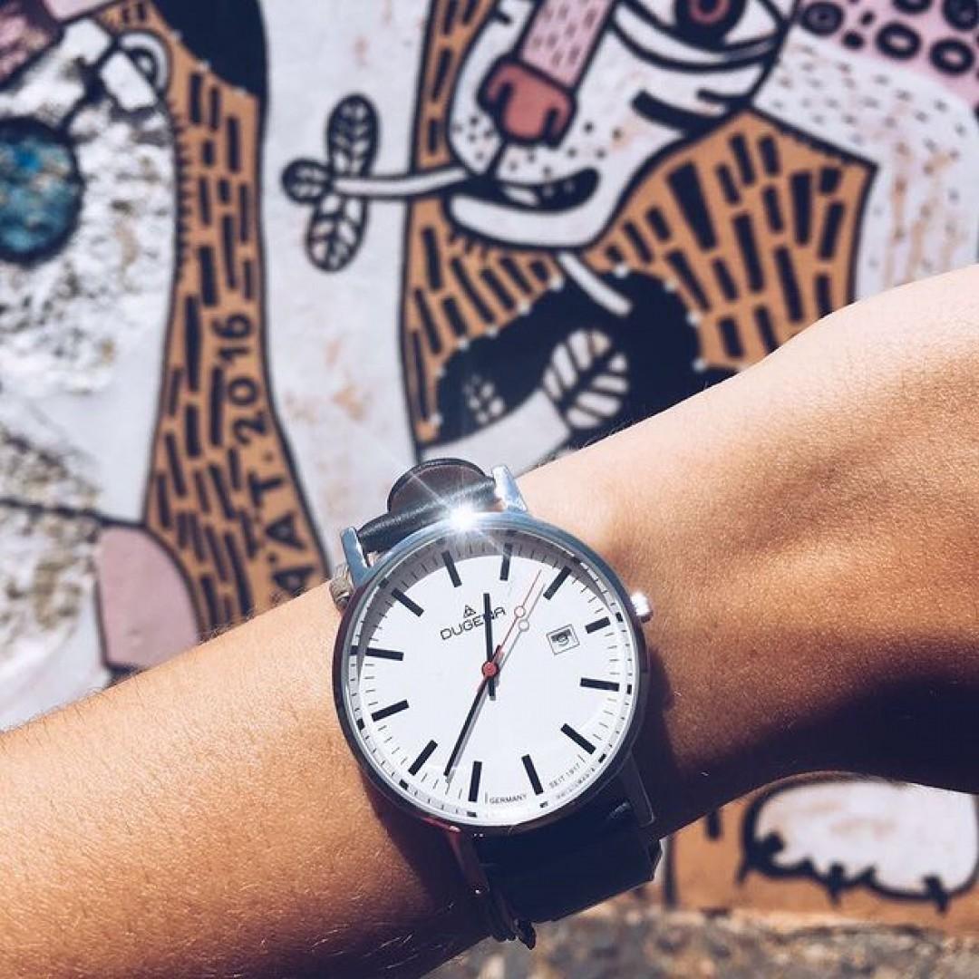 Art meets minimalism! Unsere Moma ist ein wahres Kunstwerk ☀️ #dugena #dugenawatch #100JahreDugena #DugenaUhr