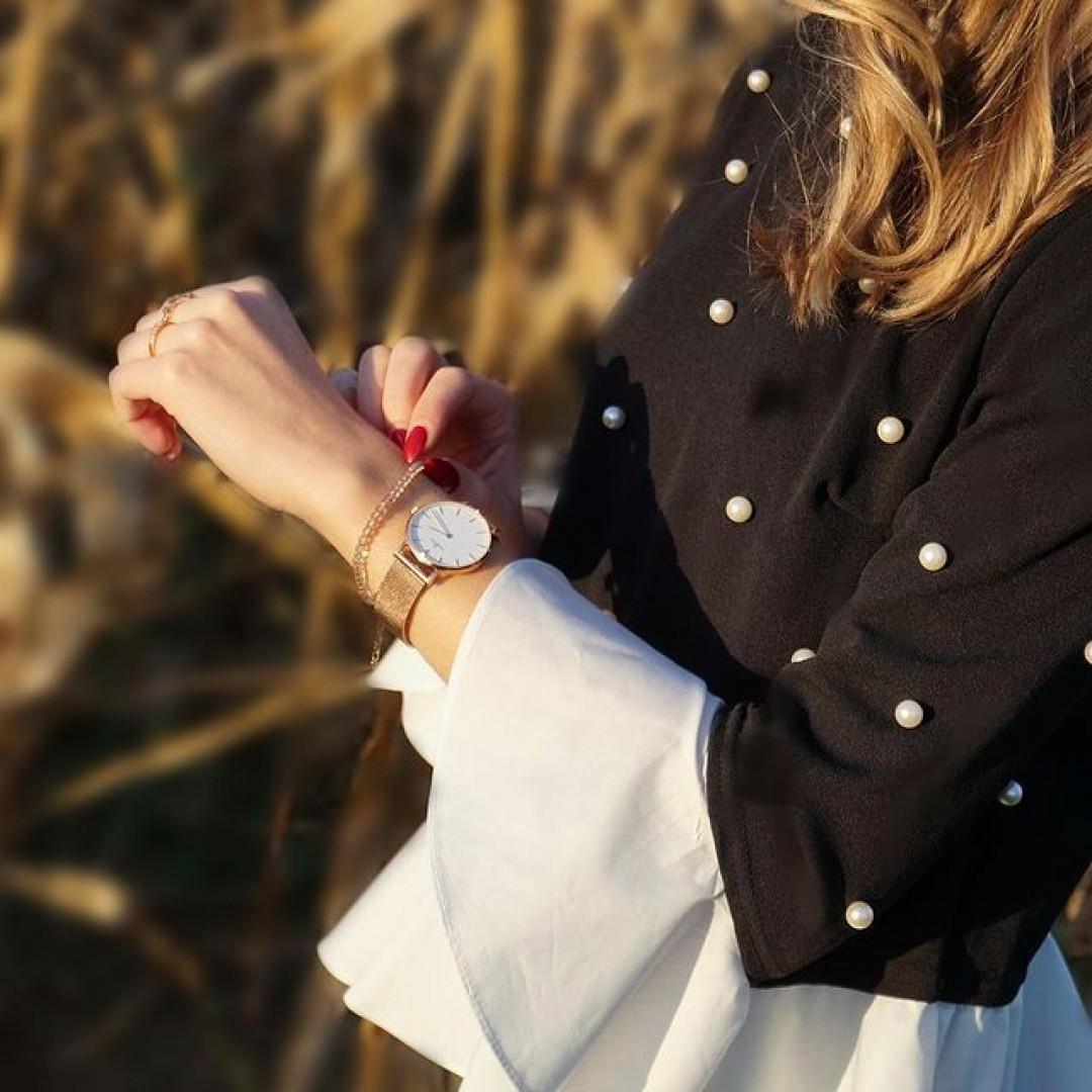 Unsere Linée in Roségold strahlt mit der Herbstsonne um die Wette! ☀ #dugena #watchlove #timepiece #instawatch #uhren #watchoftheday #germanwatch #watchlover #wotd #watchstyle #outfitdetails #ootd #fashionista #detailshot #fallfashion
