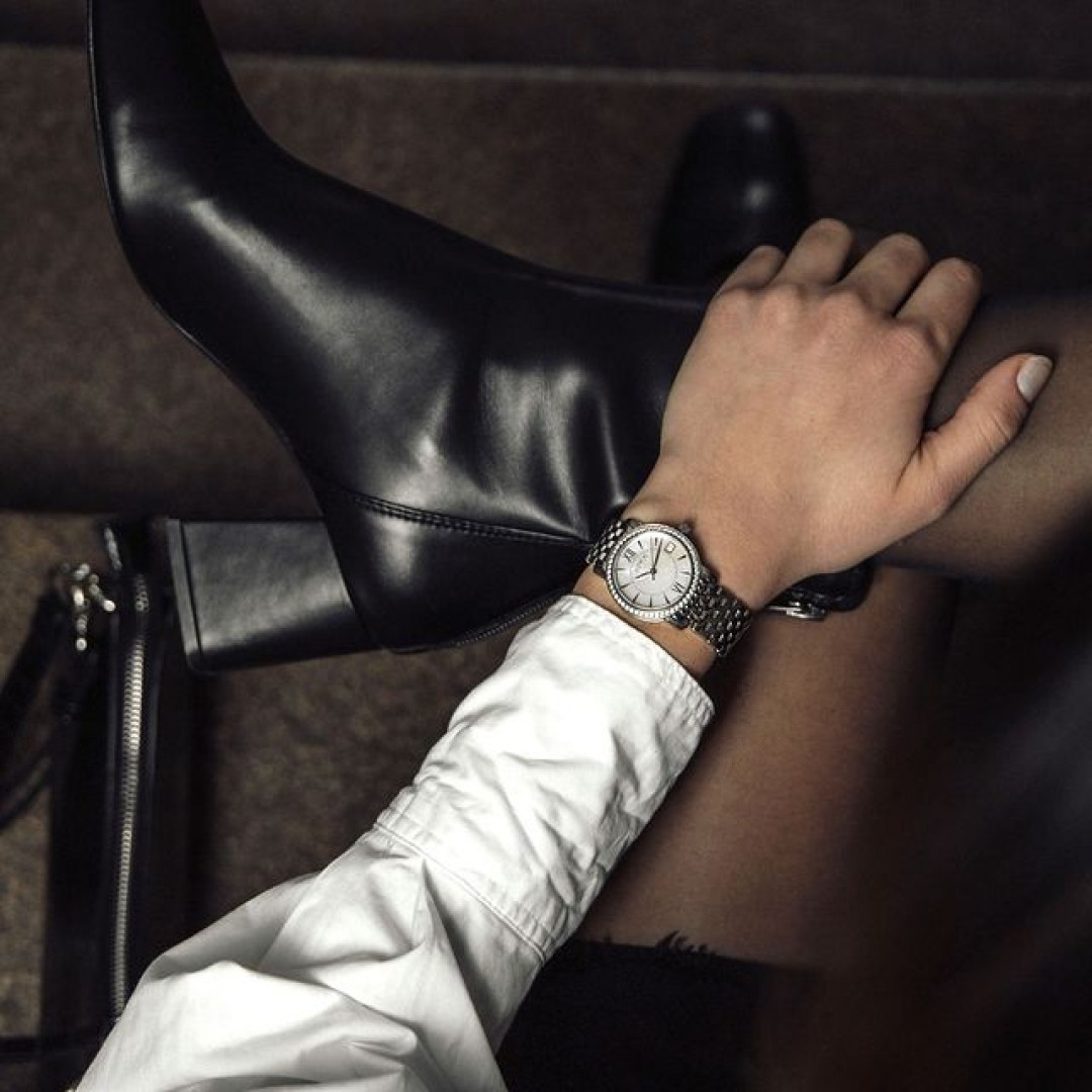 Mit euren Boots seid ihr garantiert immer auf dem richtigen Weg! Dazu passt unsere Rondo Petit Stone einfach ideal. Wir freuen uns auf eure Looks! #dugenawatches #dugena #dugenauhren #uhren #watch #wotd #ootd #styleinspo #lookoftheday #look #outfitkombination #winterboots #boots #classy #businessstlye #coronatime #shopping #rondopetit