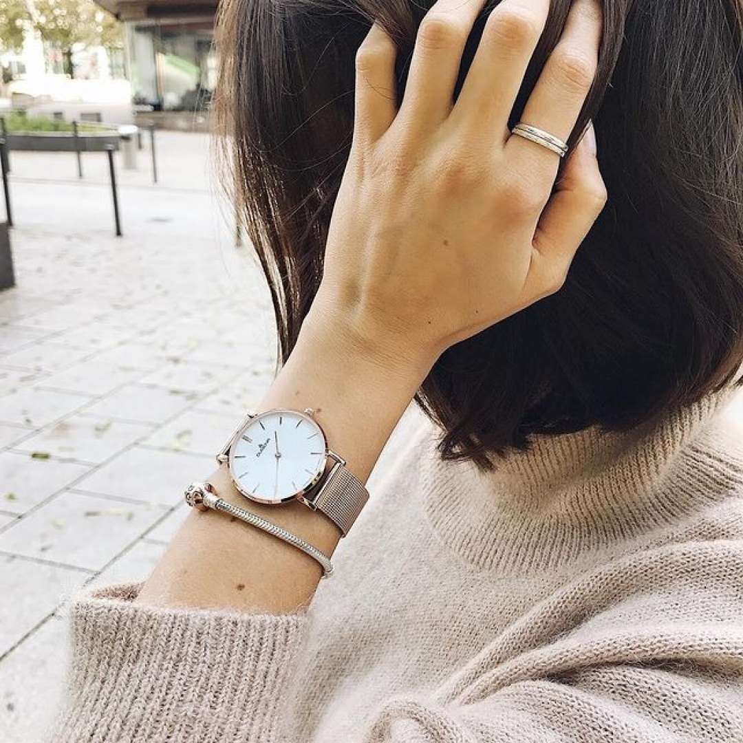 simplicity at its best with our linée in rosegold ♥️ #watchlove #timepiece #instawatch #uhren #watchoftheday #germanwatch #watchlover #wotd #potd #watchstyle #watchtrend #fashion #blogger #minimalism #beige #nudetones #dugena #linee #rosegold