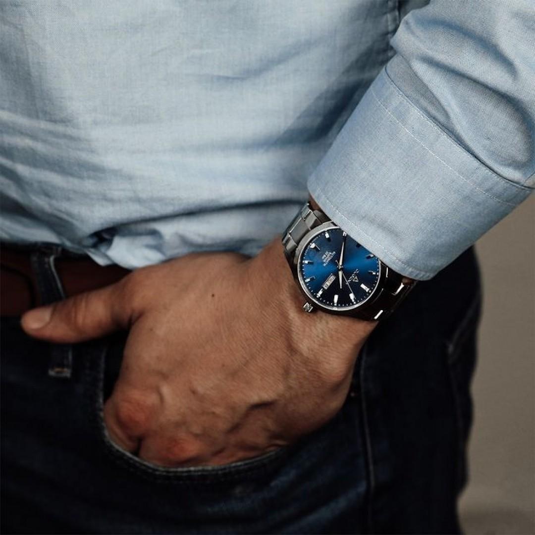 Kennt ihr schon unsere Tresor Master Automatik? Dieses wunderschöne Modell hat keine Batterie, funktioniert somit mechanisch. Wer auf ein bisschen Farbe in der kalten Jahreszeit setzen möchte, sollte sich dieses hochwertig gefertigte Modell genauer ansehen! #tresormaster #automatik #dugena #dugenawatches #outfit #ootd #büro #silver #watch #wotd #uhr #armbanduhr #januar #chic #black #white #suit #casual #work #leger #business