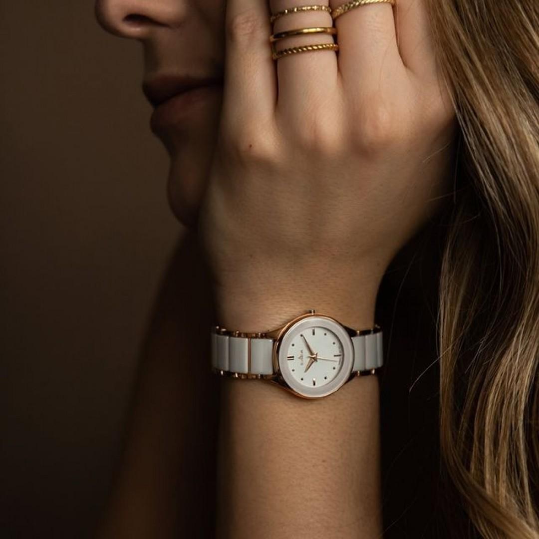 Schon wieder die Zeit aus den Augen verloren und zu spät gekommen? Mit unserer Amica Ceramica passiert euch das garantiert nicht! Durch sie habt ihr nicht nur dauerhalb die Zeit im Blick, sie ist auch noch unglaublich stylisch und eignet sich für jedes Outfit! #dugena #dugenawatches #onlineshopping #dugenashop #uhr #uhren #amicaceramica #ootd #zeit #watches #jewelry #outfit #look #style