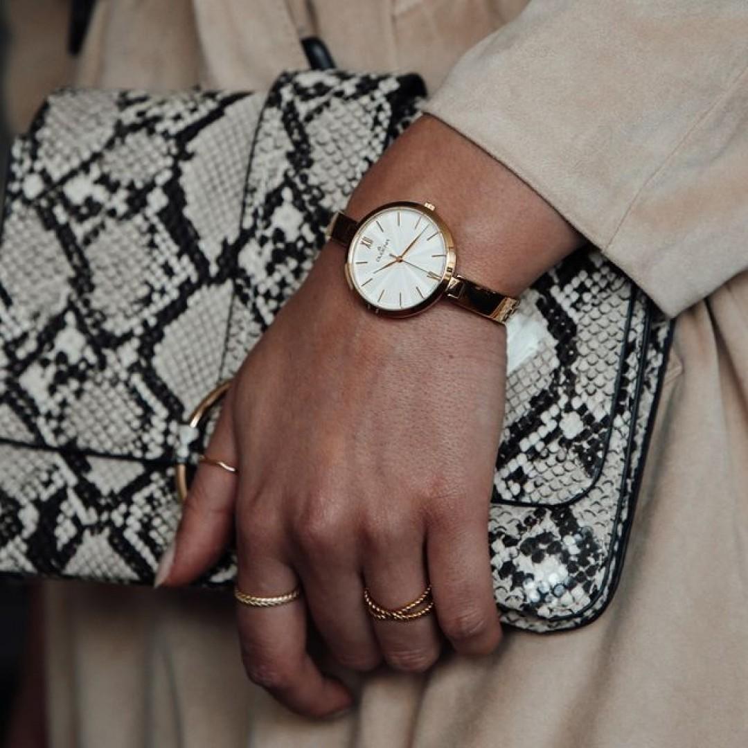Egal ob lässige Gartenparty oder Firmenevent: Unser Inez-Modell wird euch garantiert nicht enttäuschen. Der ideale Begleiter für eure individuellen Looks!  #goldenwatch #ootd #wotd #inez #dugena #dugenawatches #goldwatch #jewelry #outfitinspiration #accessoires #watch #style #watchesofinstagram #dailywatch #instawatch #beautiful #luxury #snakeprint #clutch