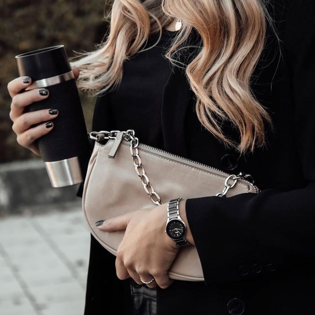 Busy on the go? Keine Sorge, unsere Amica Ceramica lässt euch garantiert nicht im Stich, wenn ihr unter Zeitstress seid.  #dugena #dugenalovers #amicaceramica #dugenawatches #novemberdays #autumn #watchlover #watchaddict #uhren #dailywatch #wotd #business #autumnoutfit #blazer  #busy #busyonthego