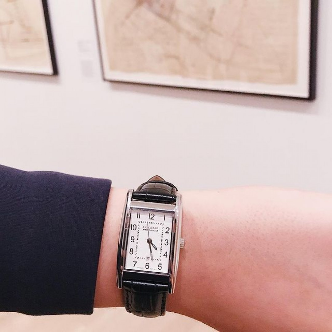 Ein Museumsbesuch begleitet von unserer Quadra Artdeco. #watchlove #timepiece #instawatch #uhren #watchoftheday #germanwatch #watchlover #wotd #potd #100years  #watchstyle #watchtrend  #watchgram #ny #museum #moma #museumofmodernartny #quadraartdeco