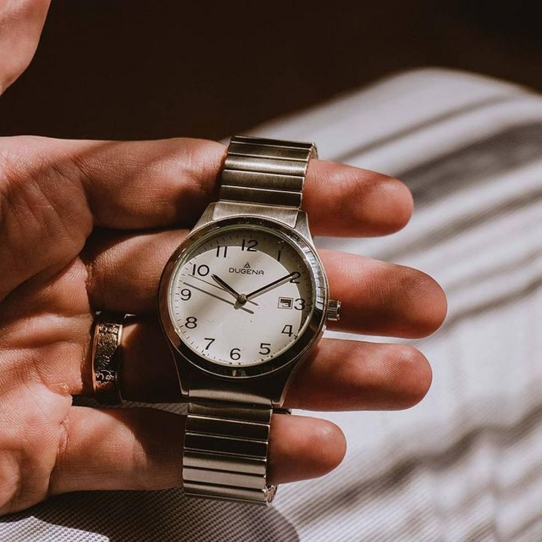 M o n d a y m o o d  #onthewrist #vintageapparel  . . . . . . . #vintagewithanewstory #dugenawatch #dugenavintage #mondayattheoffice #mondaymotivation #mondayswatch #wristwatchcheck #wristfam #minimalistoutfit #minimalistdesign #agameoflights #watchstories #wristenthusiast #germanwatches #onmywrist #vintagelovers