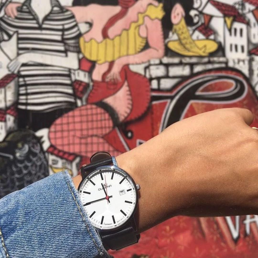 Street art meets Dugena!💯 #dugena #dugenawatch #100JahreDugena #DugenaUhr #watchlove #timepiece #instawatch #uhren #watchoftheday #germanwatch  #watchlover #wotd #potd  #100years #urbanchic #watchstyle #watchtrend  #watchgram #dugenaontour