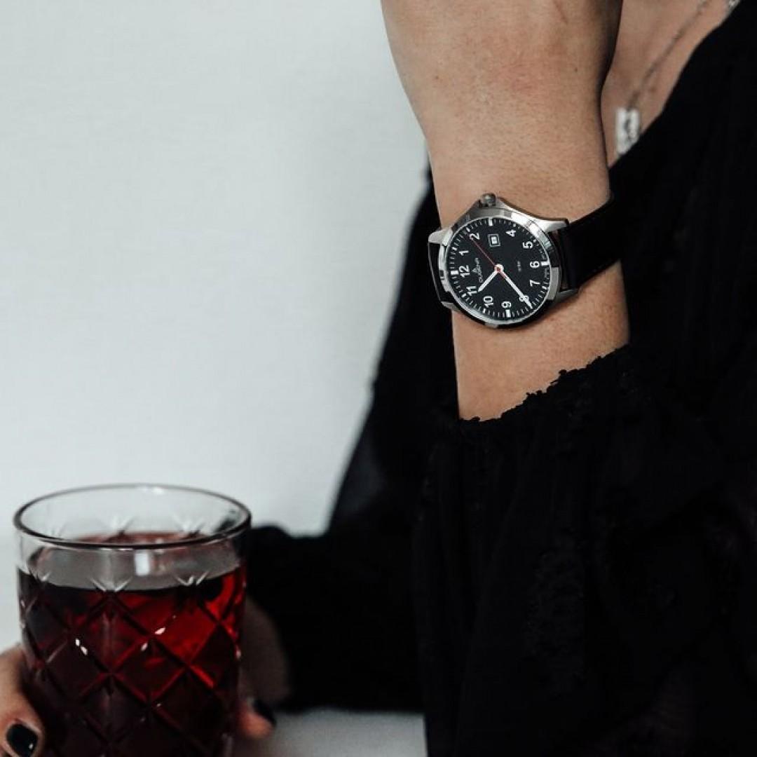 Je wärmer die Temperaturen werden, desto mehr freuen wir uns auf kalte Getränke! Wer freut sich auch schon auf den Frühling und den Sommer? #boston #red #redwatch #dugena #dugenawatches #outfit #ootd #silver #watch #wotd #uhr #armbanduhr #uhr #black #woman #jewelry #accessoire #blackandwhite #bw #black #white #fashion #menstyle #menwithstyle