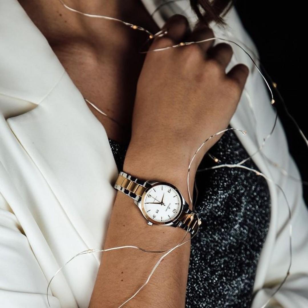 Wir wünschen euch allen einen guten Rutsch in das Jahr 2020! Hoffentlich startet ihr das neue Jahrzehnt mit besonderen Menschen und mit ganz vielen glücklichen Momenten. Perfekt für euren Silvesterabend ist dabei die Tresor Woman Automatik in gold und silber geeignet. 🆕🎆 #silvester #newyear #tresorwoman #automatik #dugena #dugenawatches #dress #outfit #ootd #blazer #festlich #silver #watch #wotd #uhr #armbanduhr #dessoftheday #chic #glitter #glitzer #gold #black #white