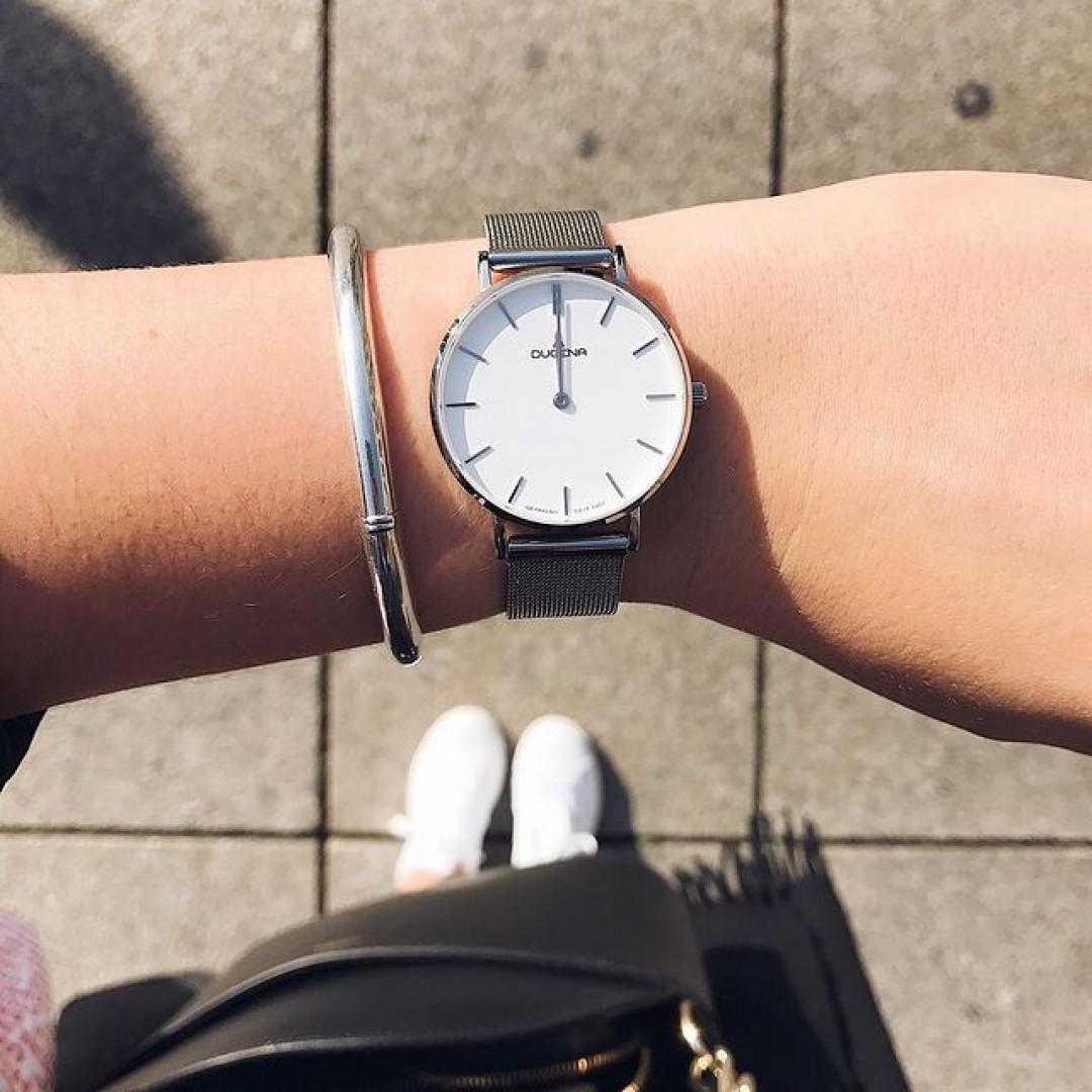 Summer in the city with our Linée in silver! ☀️ #dugena  #timepiece #instawatch #uhren #watchoftheday #germanwatch #watchlover #silverwatch #watchtrend #summerinthecity
