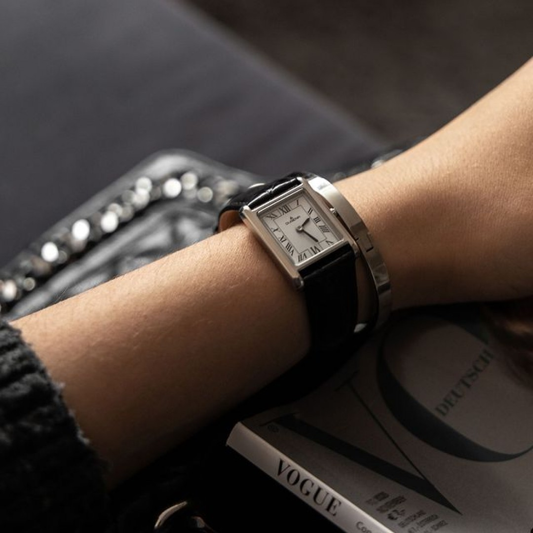 Wichtige Termine sollte man lieber nicht verpassen! Mit unserer Quadra Artdéco wird euch das garantiert nicht passieren. Besucht unseren Online-Shop und lasst euch von unserer Dugena-Welt verzaubern. #dugena #dugenawatches #onlineshopping #dugenashop #uhren #watchlover #wotd #classy #watch #clock #watches #quadraartdeco #vogue #busyonthego #waiting