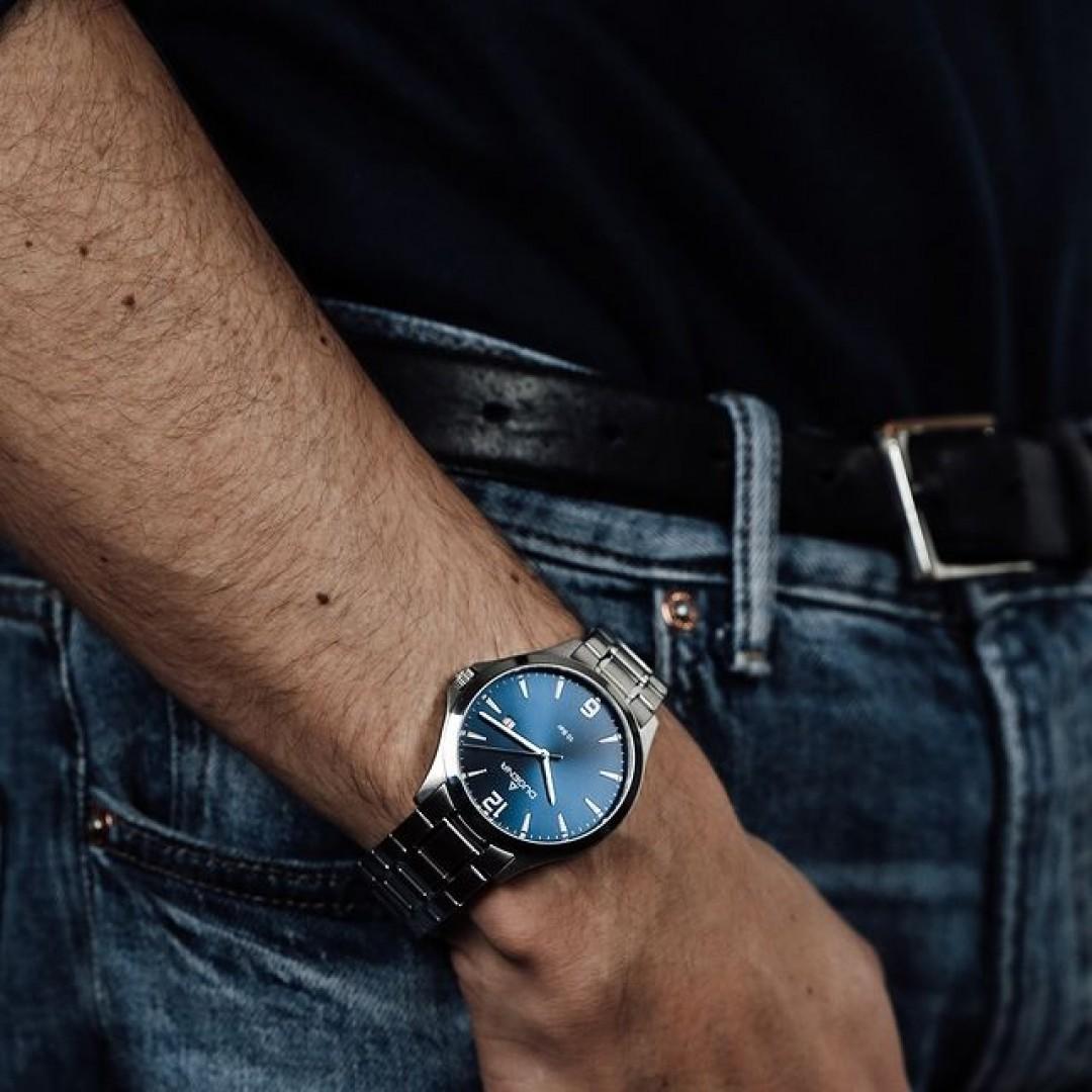 Ihr möchtet euren Outfits das gewisse Etwas verleihen? Dann schaut euch unser blaues Boston-Modell genauer an! Vor allem zu einer einfachen Jeans und einem T-Shirt wirkt diese Uhr besonders schön.  #boston #automatik #dugena #dugenawatches #outfit #ootd #büro #silver #watch #wotd #uhr #armbanduhr #januar #chic #black #white #suit #casual #work #leger #free #lifestyle #jeans #look