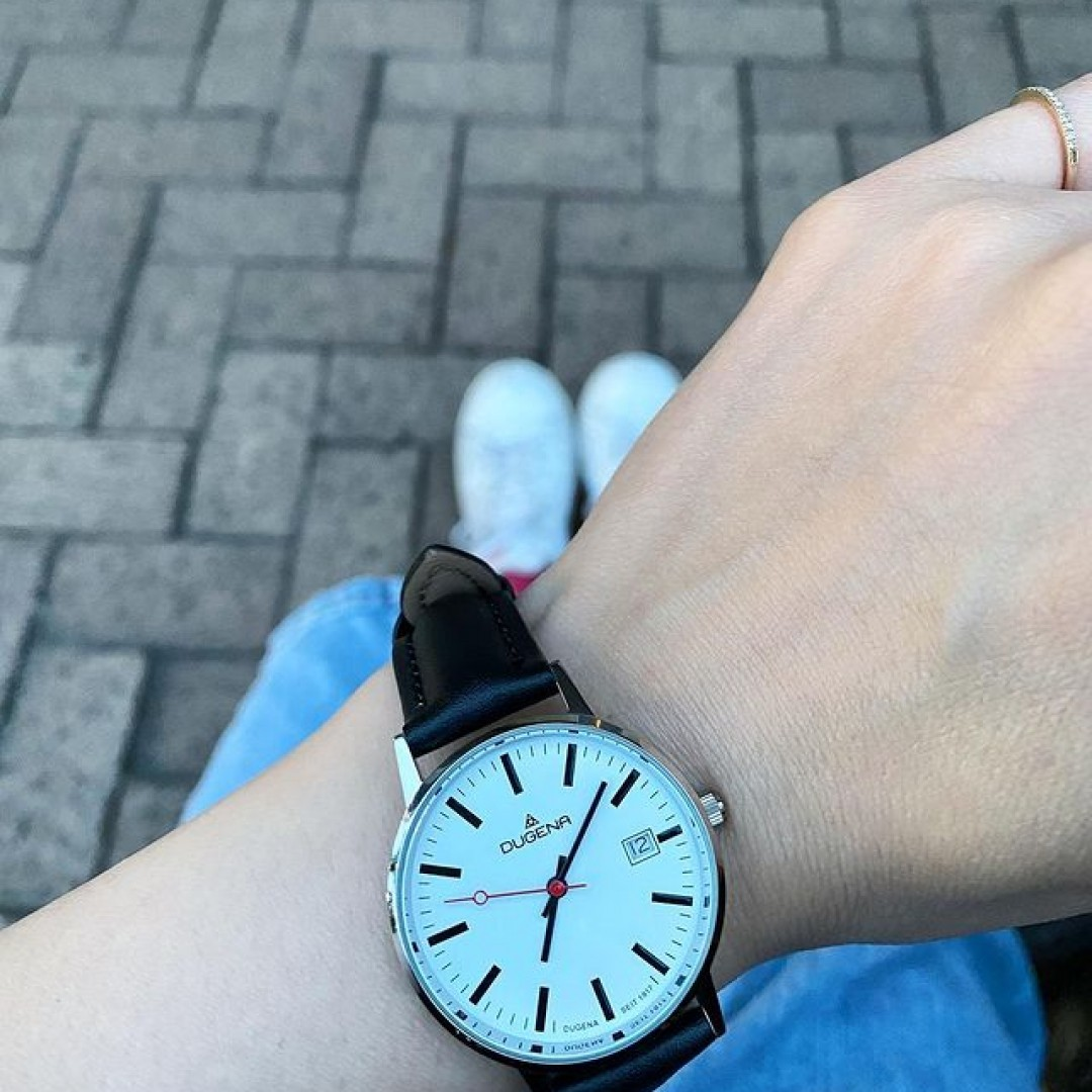 DUGENA✨ 赤い秒針とシンプルに見やすさがお気に入り #dugena  #ドゥゲナ  #ドイツ時計 #腕時計好き  #腕時計 #ladyswatch