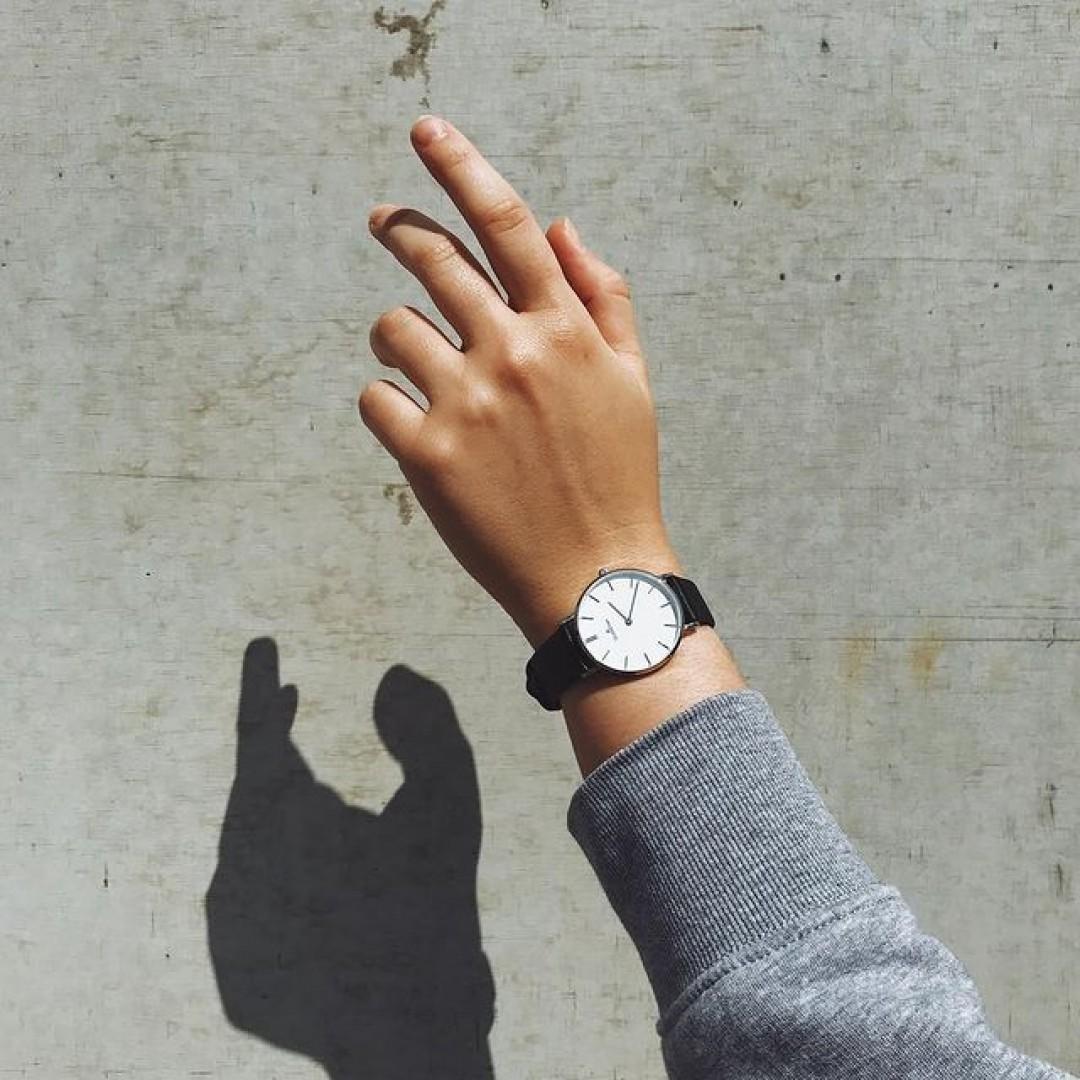 Reaching for the sun! ☀️ #dugena #dugenawatch #100JahreDugena #DugenaUhr #watchlove #timepiece #instawatch #uhren #watchoftheday #germanwatch  #watchlover #wotd #potd  #100years #urbanchic #watchstyle #watchtrend  #watchgram #citylife #dugenalinee