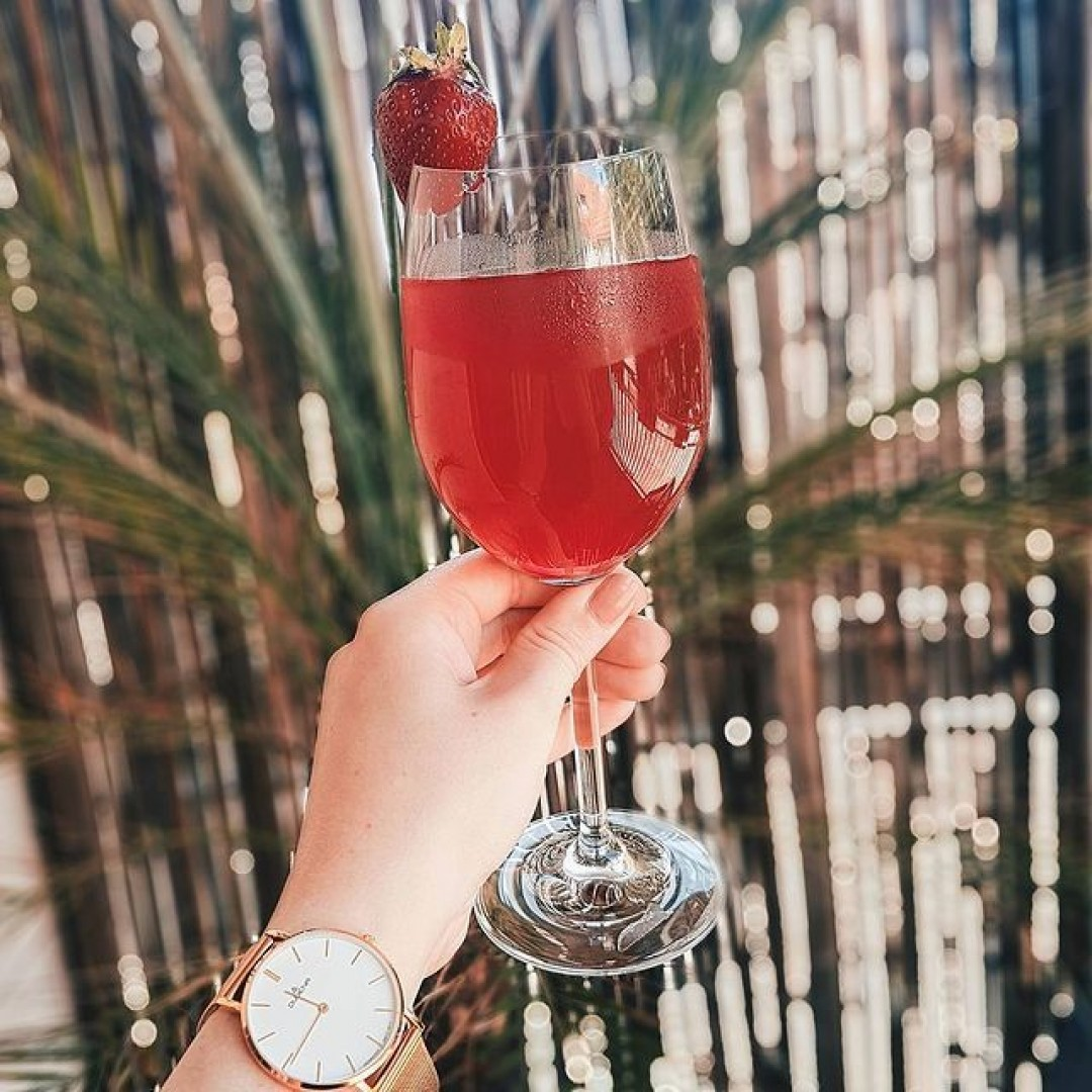 Wir hoffen, ihr hattet einen entspannten Tag. Wir lassen ihn jetzt mit einem kühlen Drink ausklingen und wünschen euch einen schönen Abend 🍹  #dugena #dugenawatch #100jahredugena #jubilee #linee
