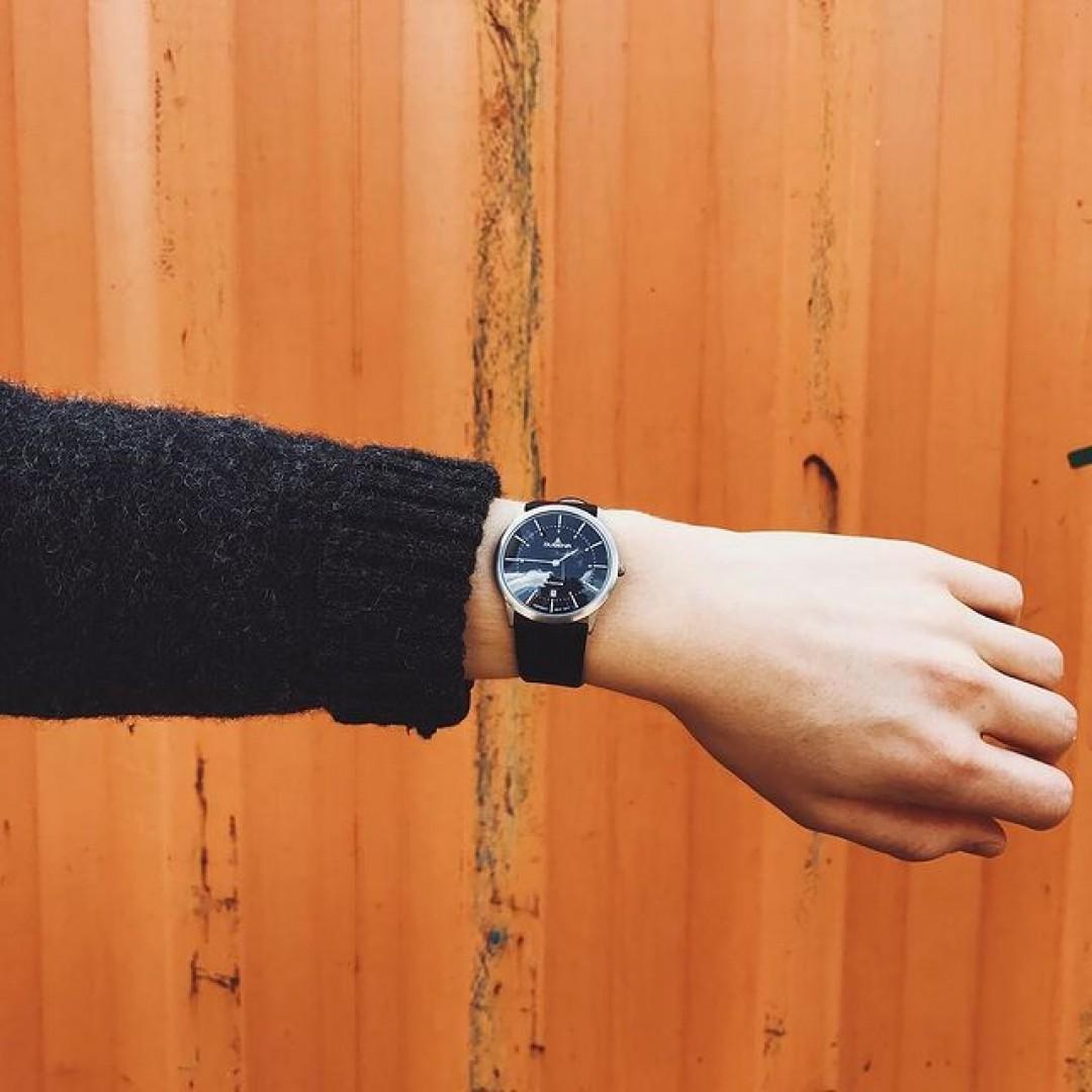 Orange is the new black 🔶⚫️ #dugena #dugenawatch #100JahreDugena #DugenaUhr #watchlove #timepiece #instawatch #uhren #watchoftheday #germanwatch  #watchlover #wotd #potd  #100years #urbanchic #watchstyle #watchtrend  #watchgram #citylife #dugenamodenaxl