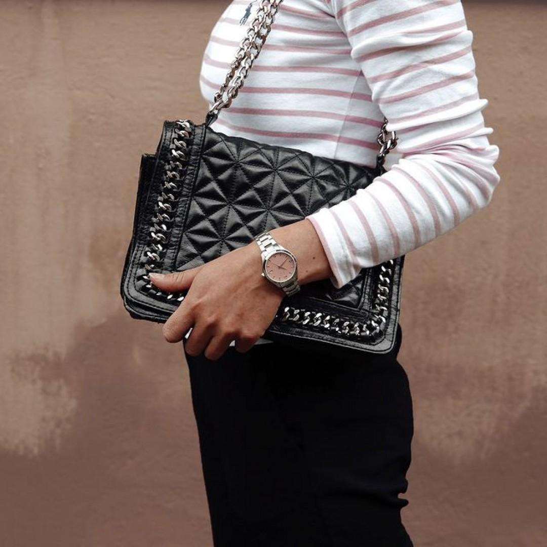 Um die perfekte Balance aus klassisch und feminin zu finden, haben wir genau das richtige Uhrenmodell für euch: Unsere Dugena Tresor Woman! 👜 #tresorwoman #summertime #style #dugena #dugenawatches #outfit #ootd #klassisch #silver #watch #wotd #uhr #armbanduhr #sommer #chic #pastell #woman #casual #work #leger #free #lifestyle #summerlook #clock