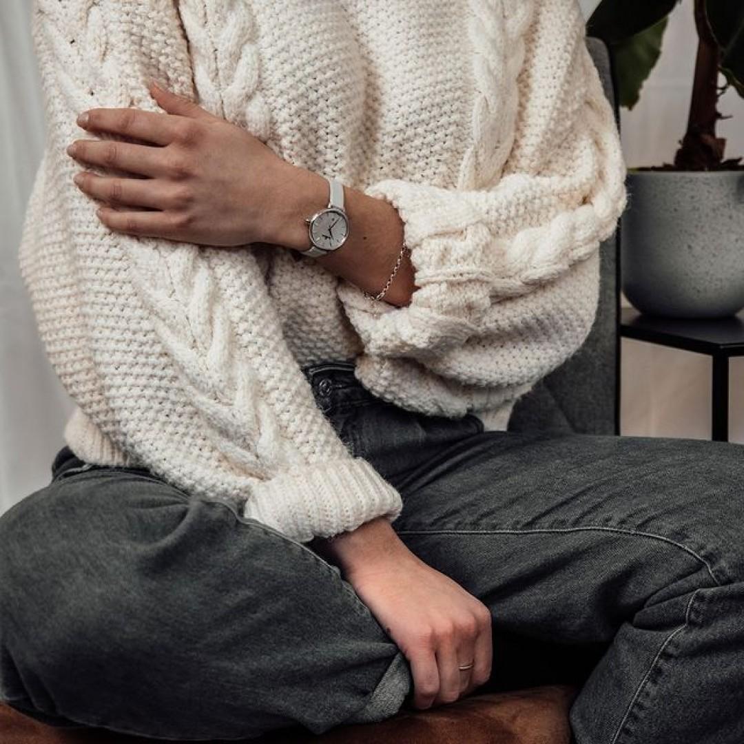 Happy New Year Dugena-Lovers! Wir hoffen, ihr seid alle gut ins neue Jahr gerutscht. 🎇 Was gibt es Besseres als bei den kalten Temperaturen einen richtig schönen warmen Pulli anzuziehen und sich auf die Couch zu kuscheln? Mit unseren Uhren könnt ihr sogar dabei super stylisch aussehen. #dugena #dugenawatches #dugenalovers #uhren #winter #uhr #klassisch #weihnachten #christmas #sweater #classy #chic #geschenk #watchlover #damenuhren #femine #winterlooks #cold #coldweather #sweaterweather