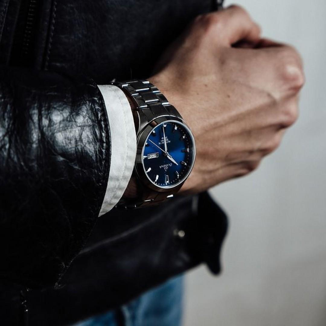 Blau ist eure Lieblingsfarbe? Dann passt diese Tresor Master Automatik perfekt zu euch! Sie ist sowohl elegant als auch casual kombinierbar. Überzeugt euch selbst von unserer Dugena-Qualität! #tresormaster #automatik #dugena #dugenawatches #outfit #ootd  #silver #watch #wotd #uhr #armbanduhr #januar #chic #black #white #suit #casual #work #leger #free #lifestyle #leather #jeans #lifestyle